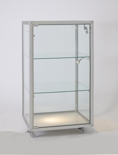 kleine beleuchtete Glas-Standvitrine halbhoch mit Schloß mit Glasrückwand / auf Rollen
