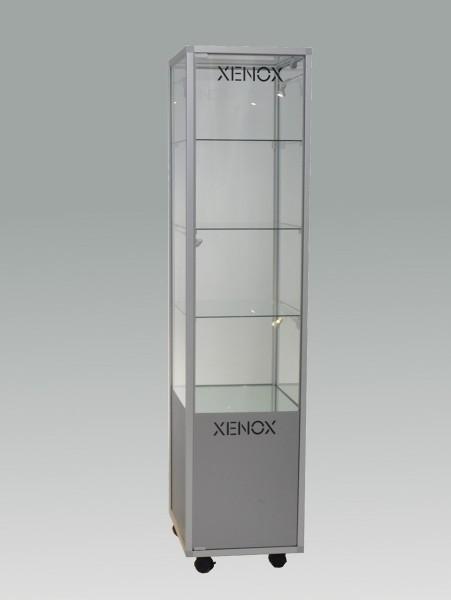 beleuchtete stehende Glasvitrine mit Staufach abschließbar 50 cm  ohne Spiegelrückwand / auf Rollen