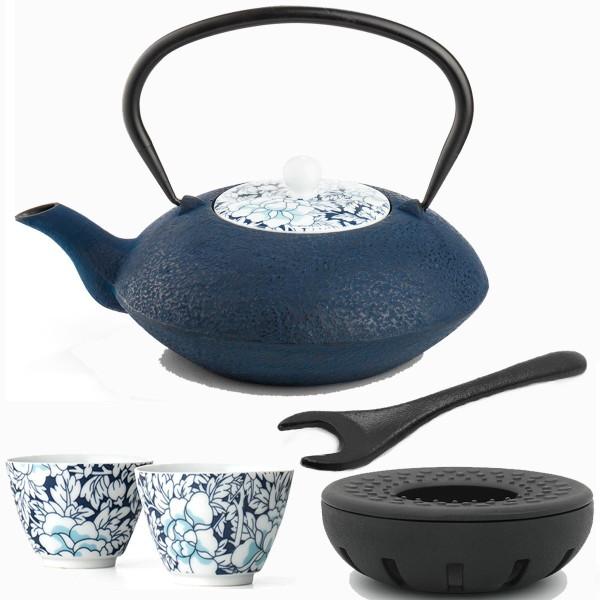 gusseiserne asiatische Teekanne 1.2 L mit Stövchen 2 Porzellan-Teebecher & Deckelheber blau